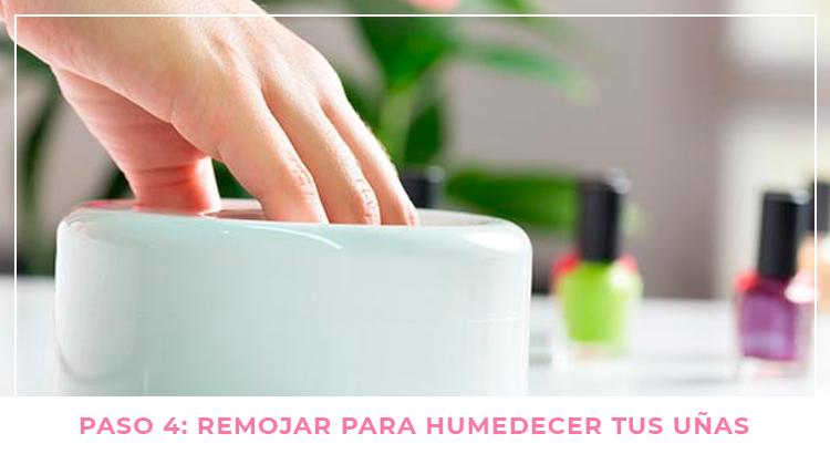 Paso 4: Remoja las uñas (y las manos)
