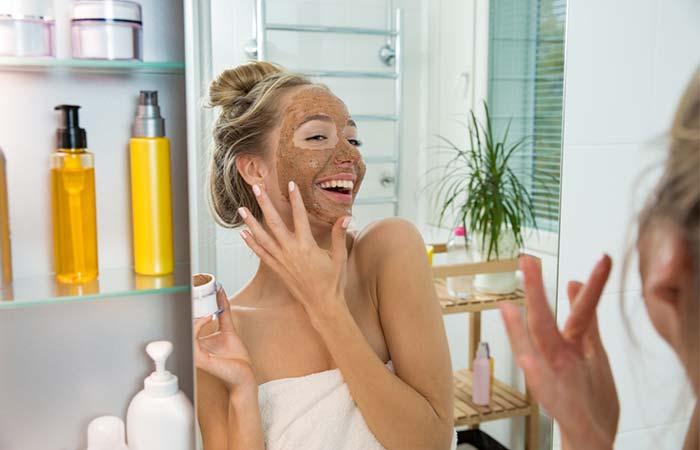 Exfolia tu piel para prevenir el acne juvenil